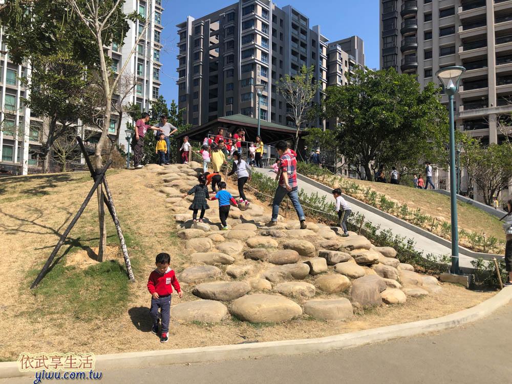 關新公園磨石子溜滑梯