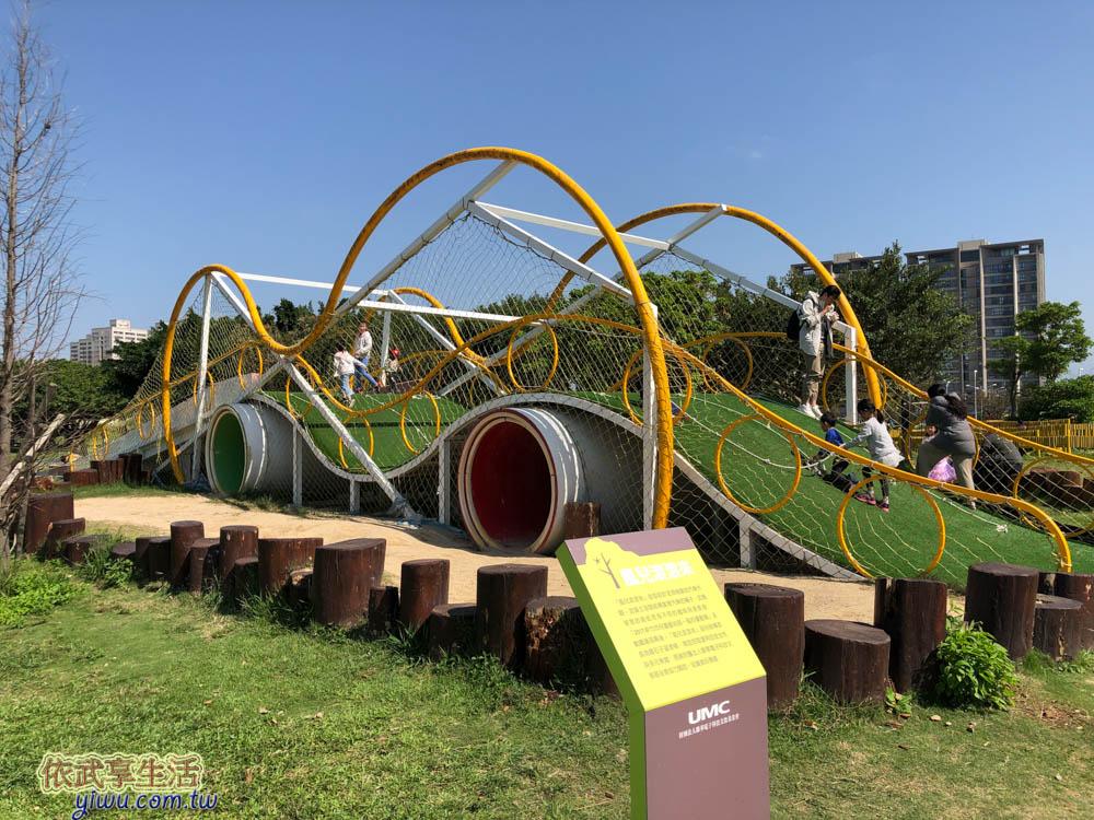 新竹樹林頭公園草皮溜滑梯
