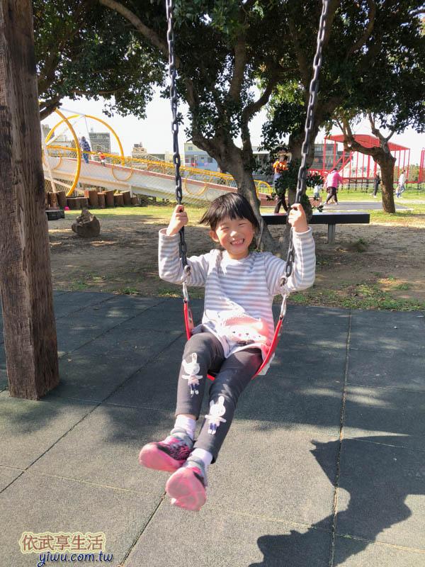 新竹樹林頭公園盪鞦韆