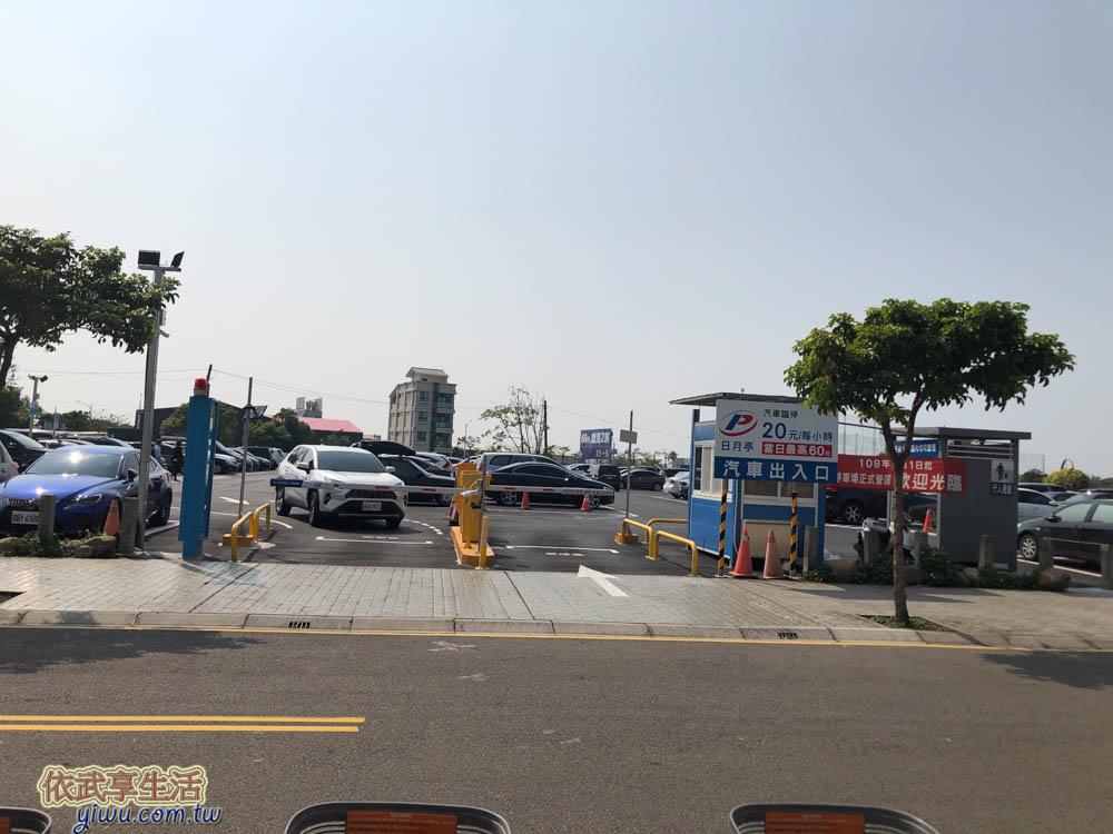 風禾公園旁的收費停車場
