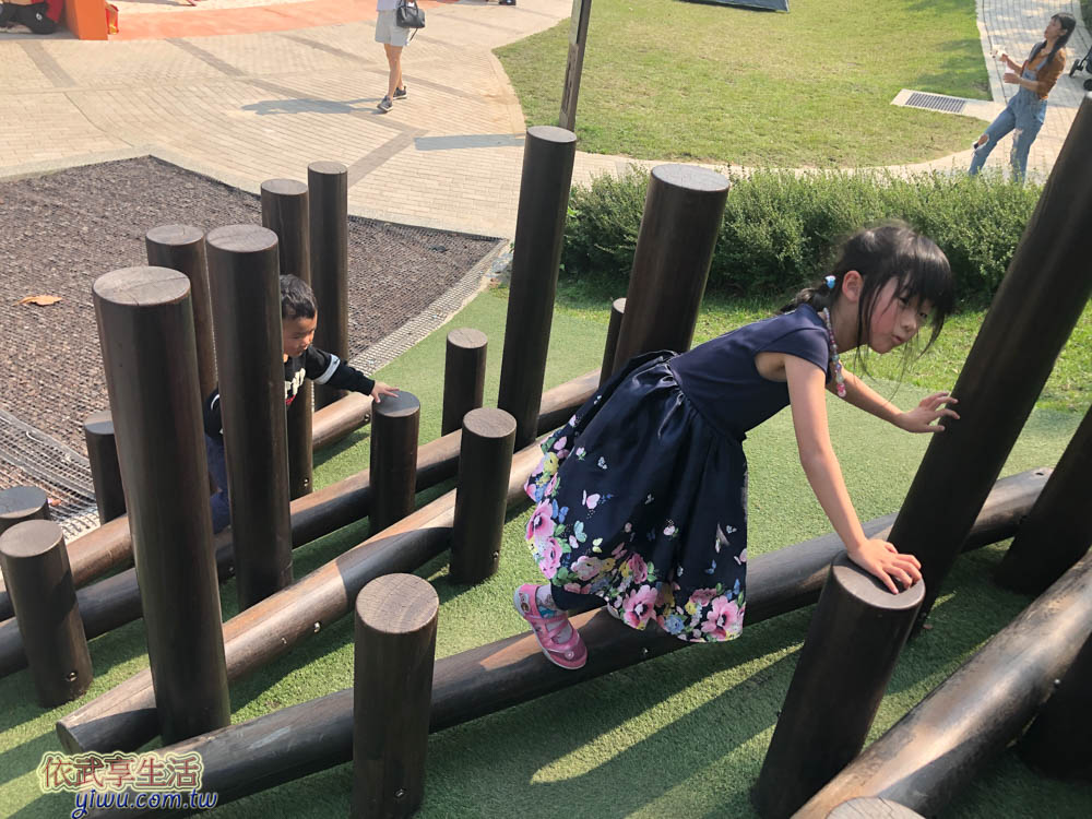 風禾公園木樁平衡木