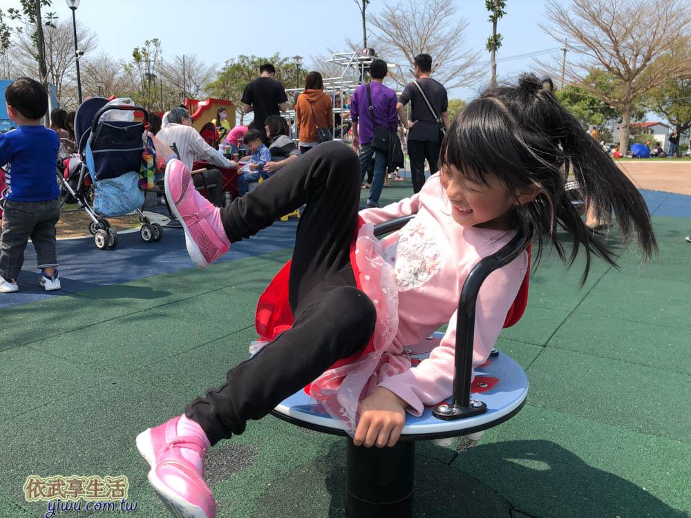 苗栗貓裏喵親子公園旋轉椅