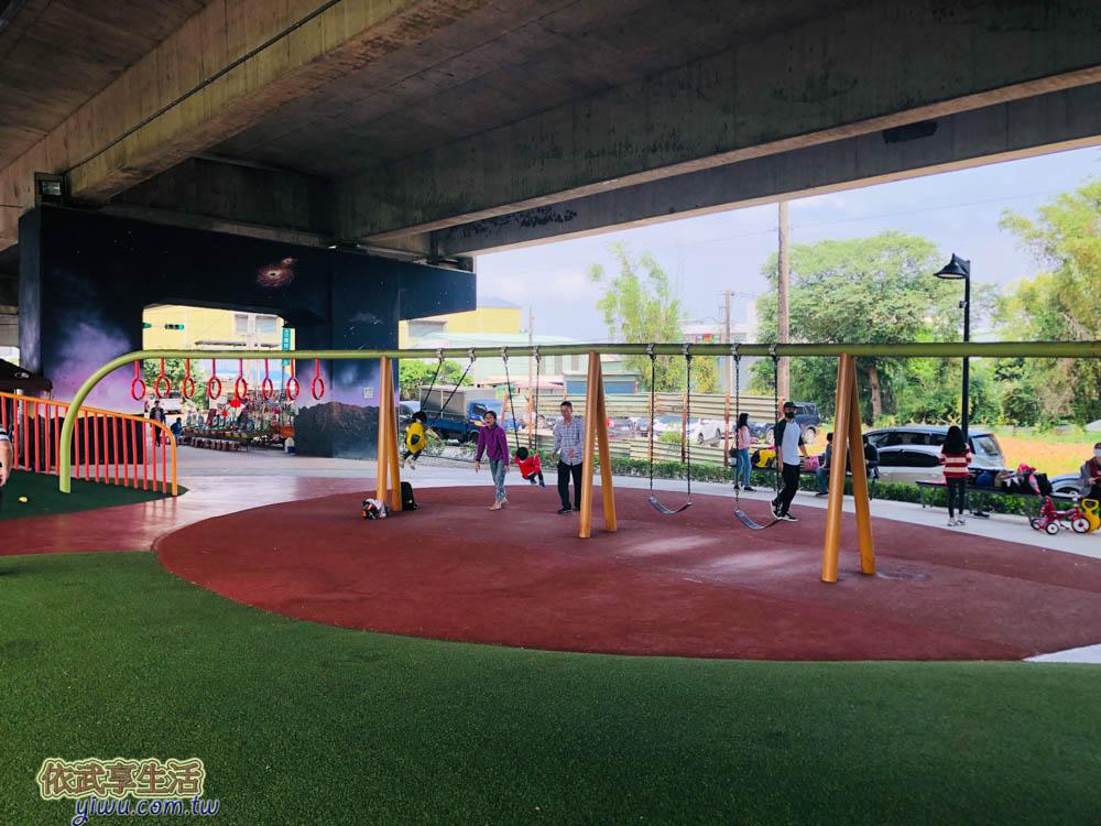 桃園國2橋下兒童冒險公園親子鞦韆爬竿遊具