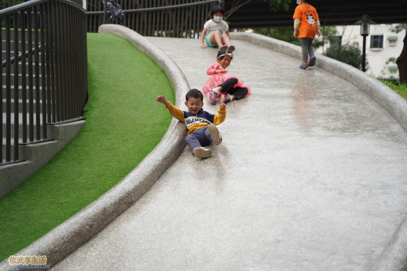 新竹綠光公園溜滑梯