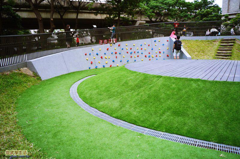 新竹綠光公園攀岩牆前的平台