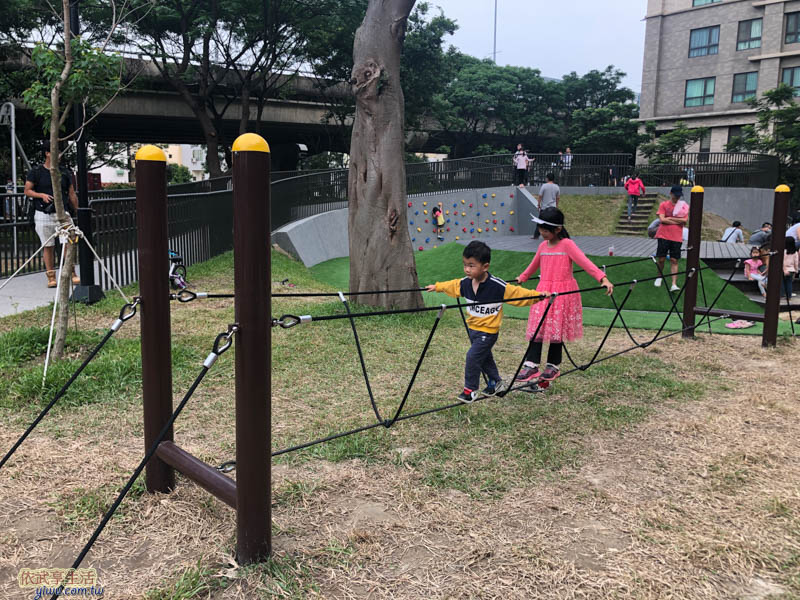 新竹綠光公園平衡木