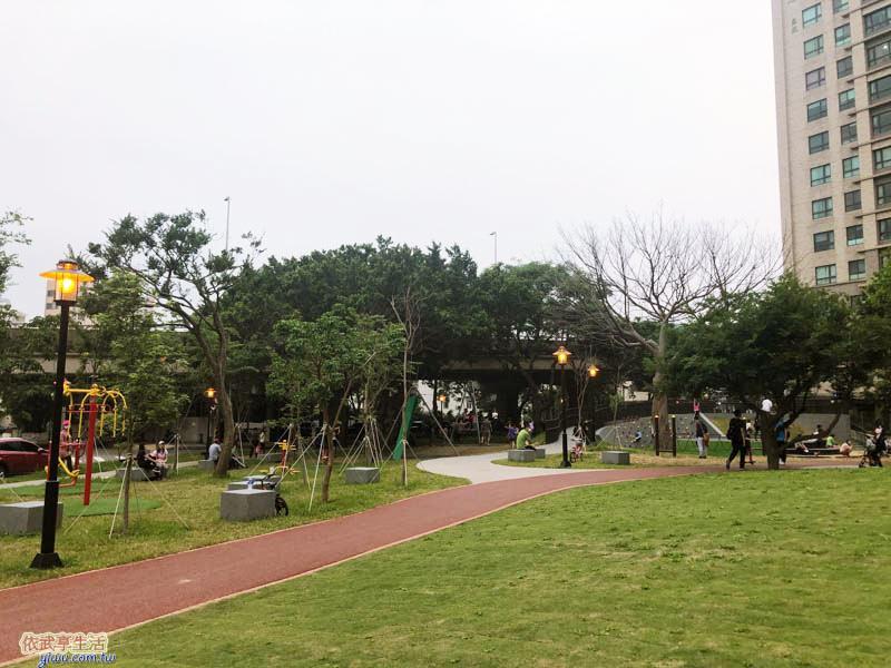 新竹綠光公園人行步道