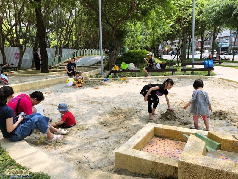 新竹公園大沙坑特色遊戲場的大沙坑