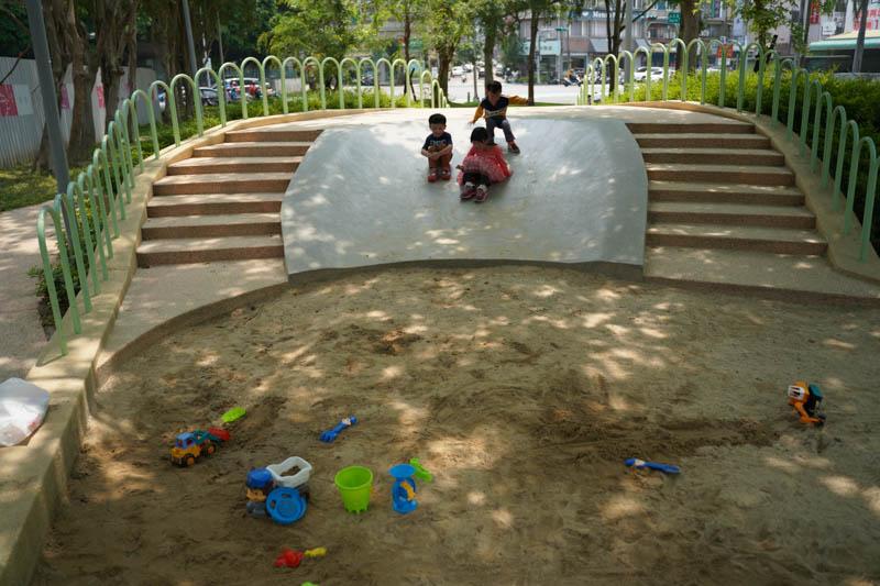 新竹公園大沙坑溜滑梯