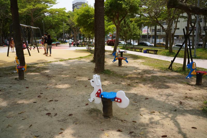 新竹公園大沙坑特色遊戲場搖搖馬