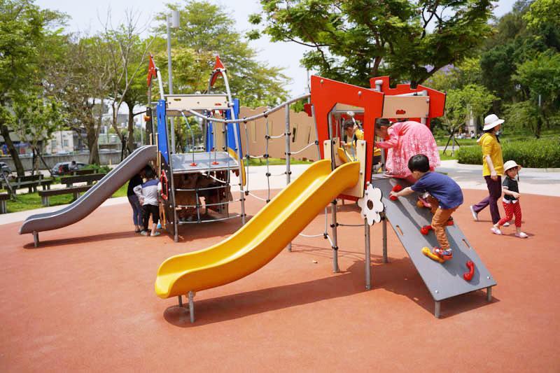 新竹公園大沙坑特色遊戲場溜滑梯