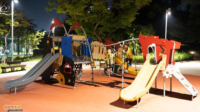新竹公園大沙坑特色遊戲場溜滑梯夜拍