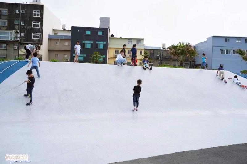 南寮運動公園磨石子溜滑梯