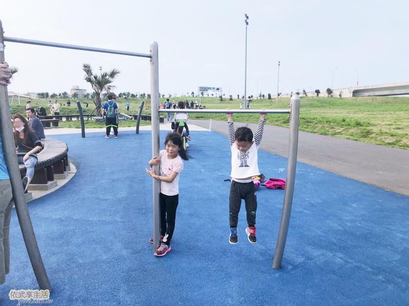 南寮運動公園單槓