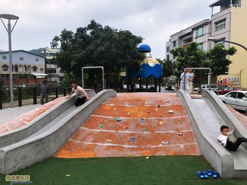 新竹竹東中正公園(兒童公園)溜滑梯