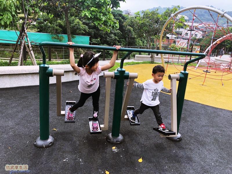 新竹竹東中正公園(兒童公園)滑步機