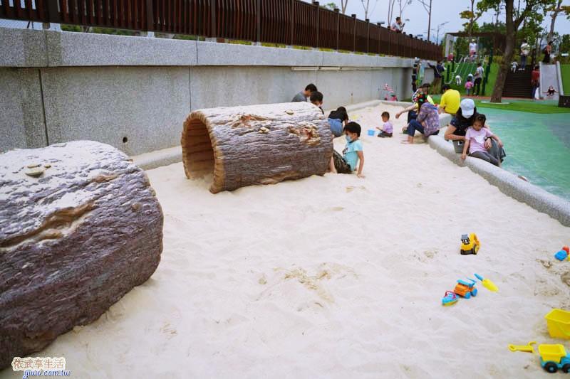 竹東台泥公園沙坑