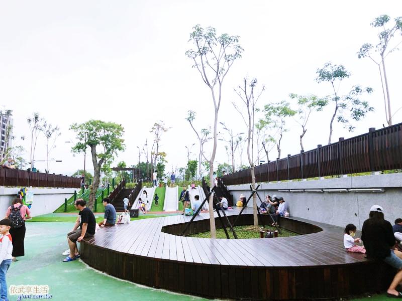 竹東台泥公園木造平台