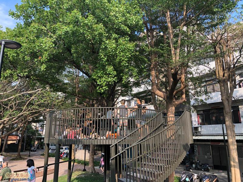 長和公園高架寮望木平台