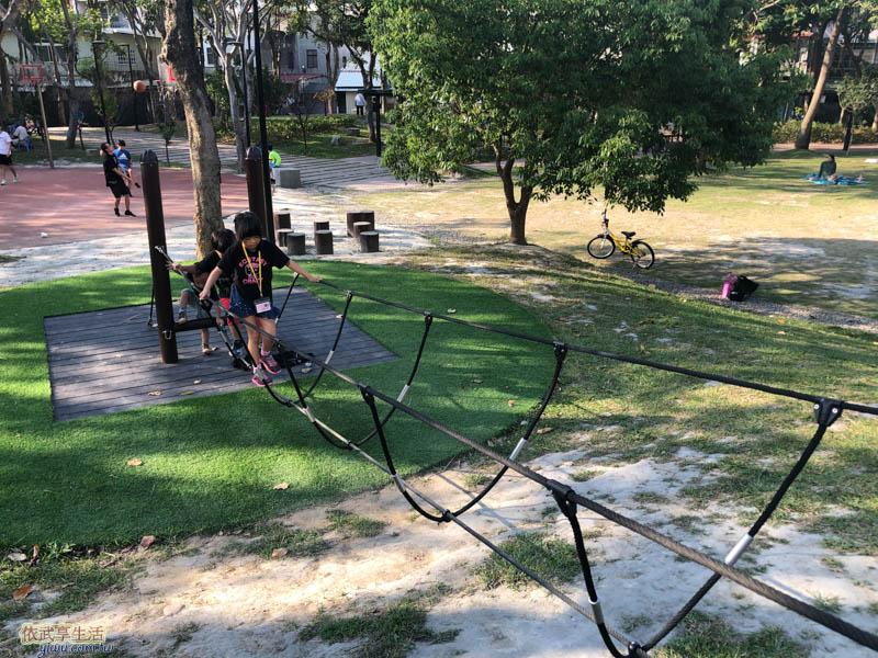 長和公園平衡木