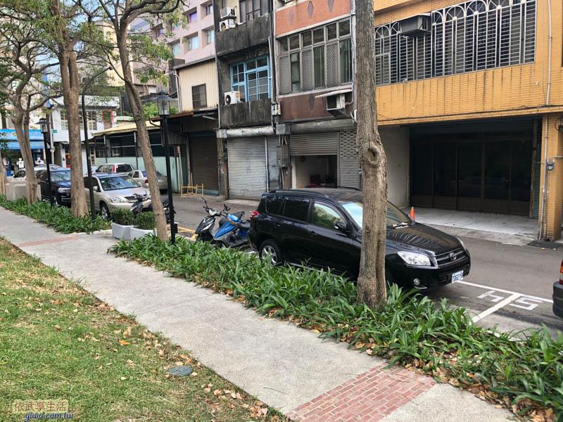 長和公園路邊停車格