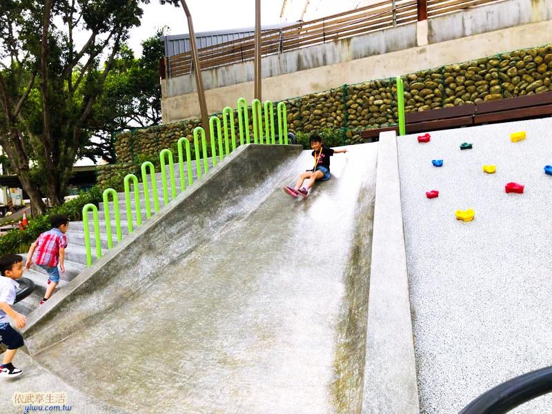 南大公園磨石子溜滑梯