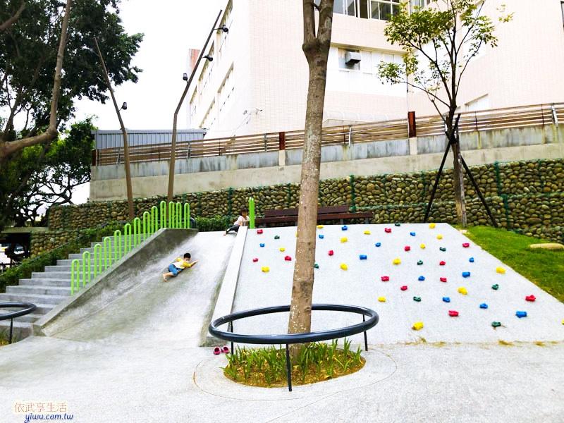 新竹南大公園磨石子溜滑梯