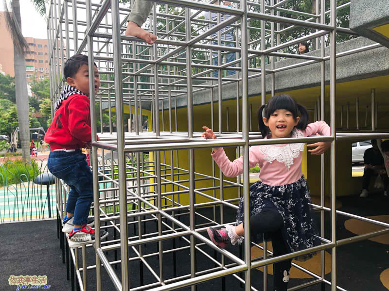 隆恩圳親水公園攀爬架