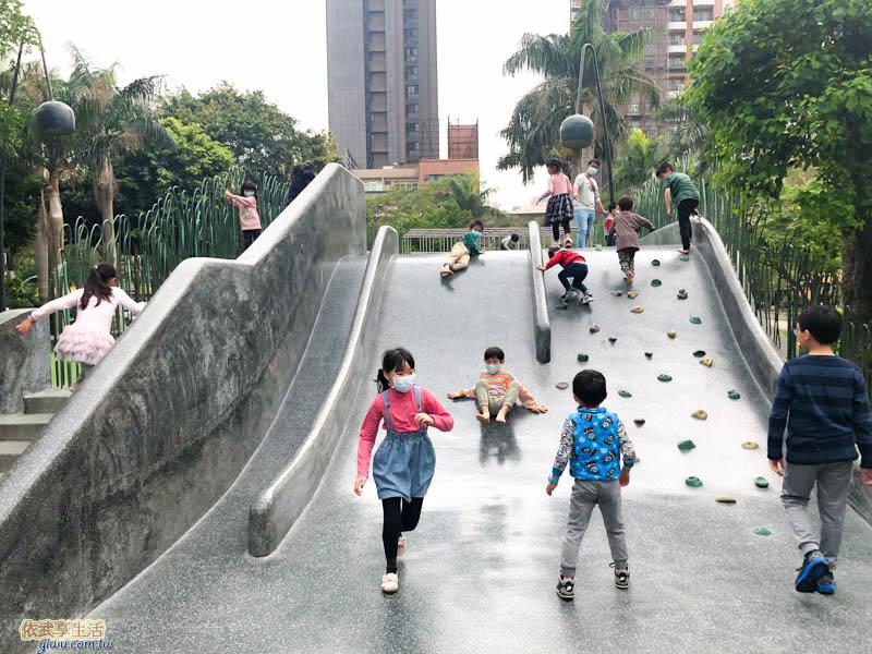 隆恩圳親水公園攀岩坡面