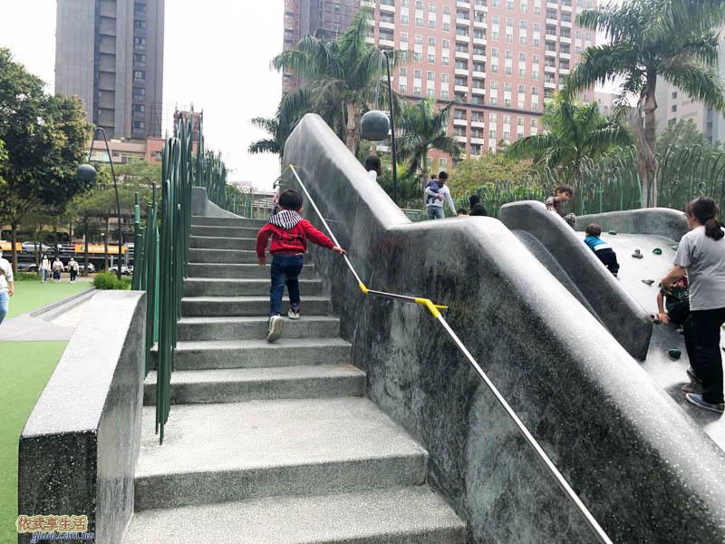 隆恩圳親水公園溜滑梯樓梯