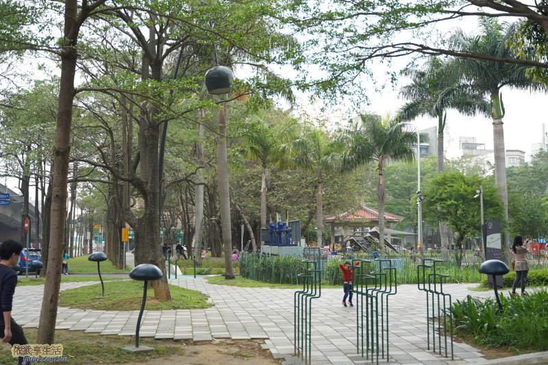 隆恩圳親水公園風鈴燈