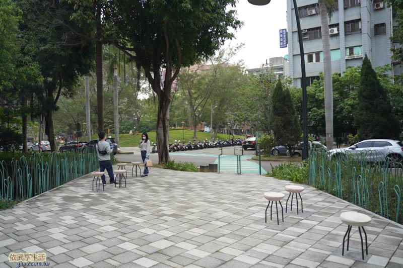 隆恩圳親水公園椅子