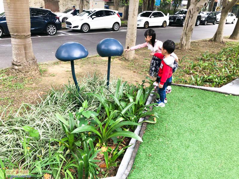隆恩圳親水公園蘑菇燈