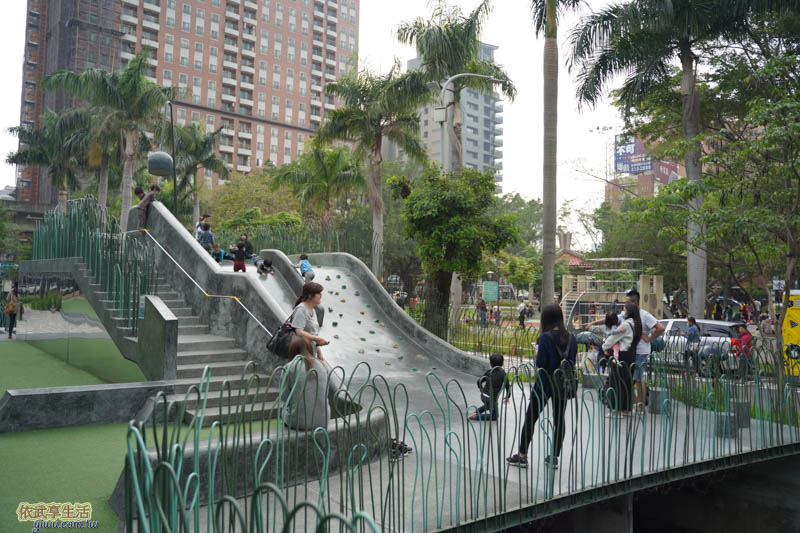 隆恩圳親水公園溜滑梯