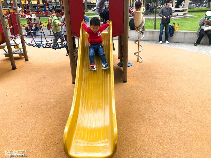 中央公園溜滑梯