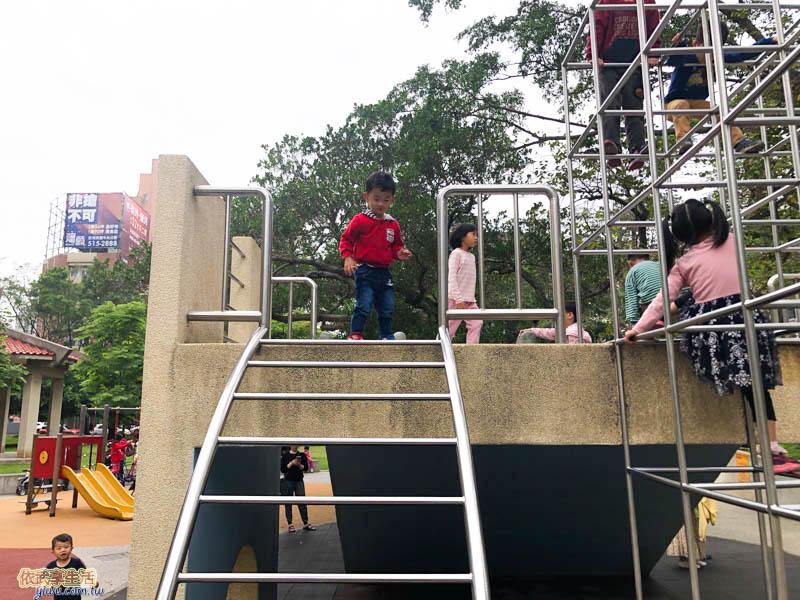 中央公園攀爬架
