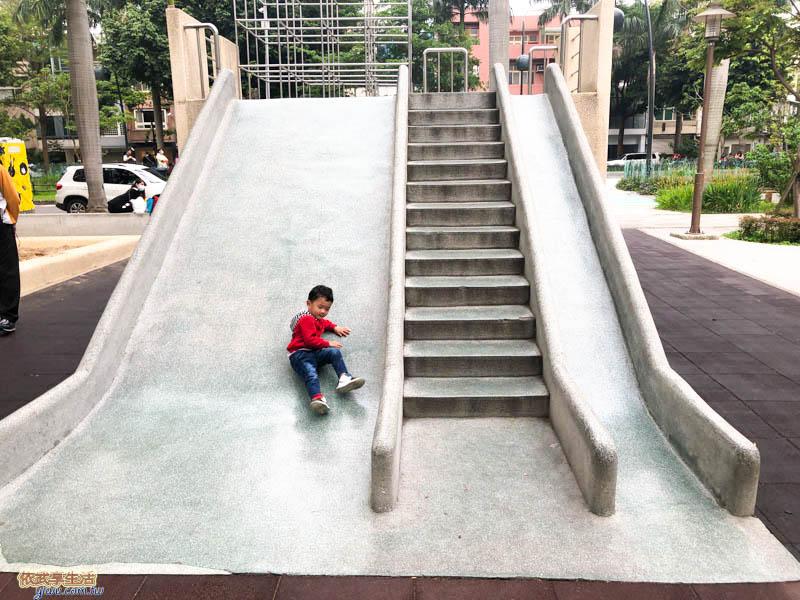 中央公園磨石子溜滑梯