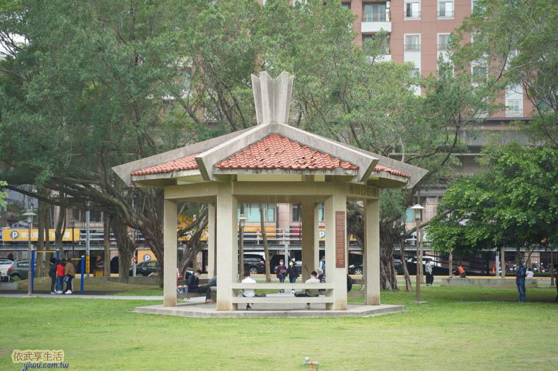 中央公園涼亭