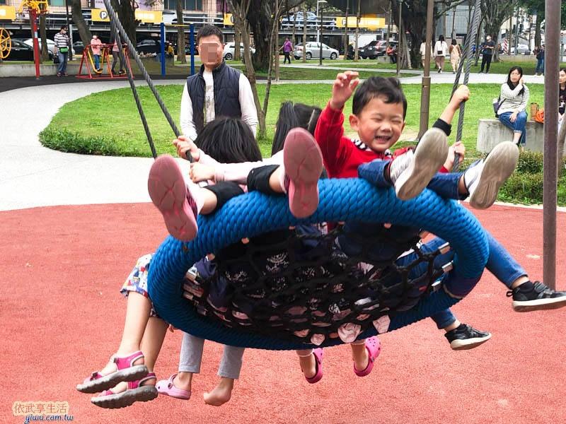 中央公園鳥槽鞦韆