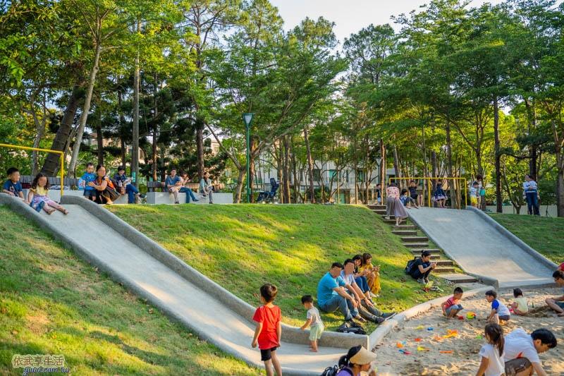 新竹明湖公園山丘磨石子溜滑梯