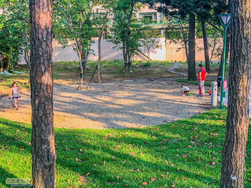 新竹明湖公園小石堆區