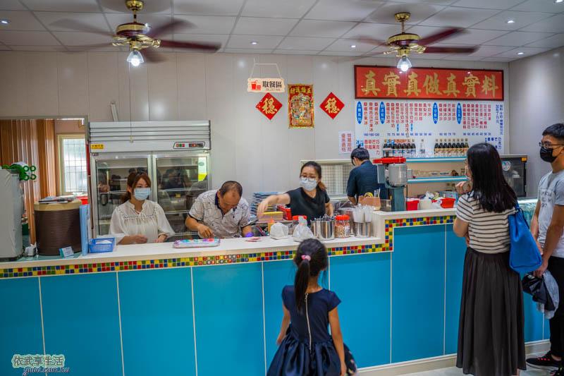 田庄桑椹冰店櫃台