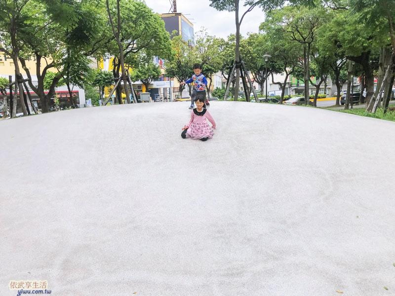新竹綠園道微笑溜滑梯