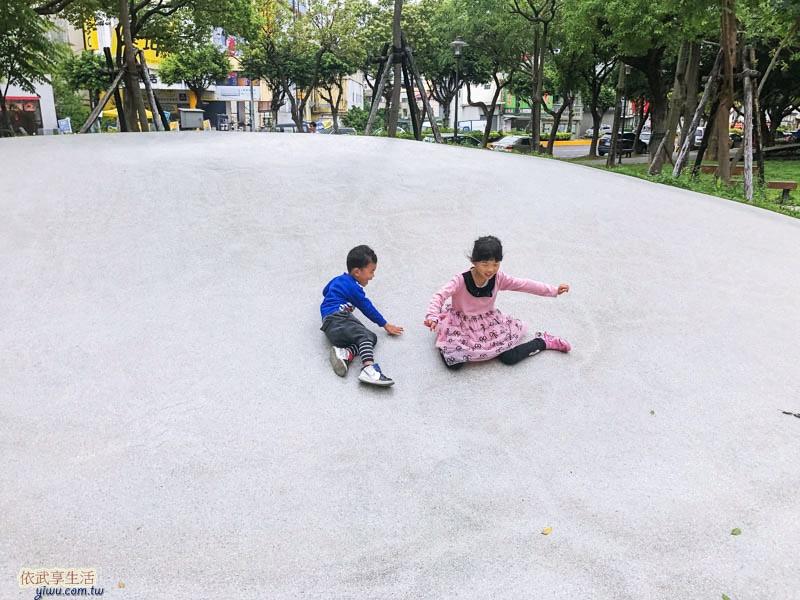 新竹綠園道碗公溜滑梯