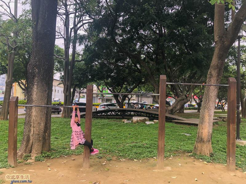 新竹綠園道單槓