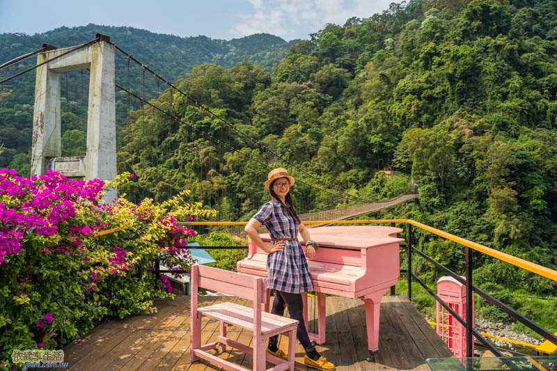 內灣愛情故事館粉紅鋼琴