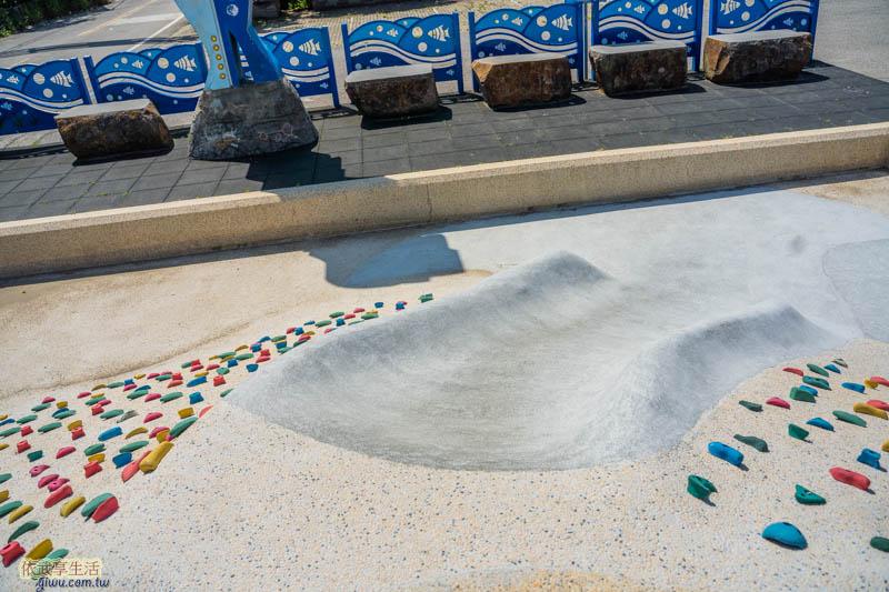 新月沙灣山丘磨石子溜滑梯