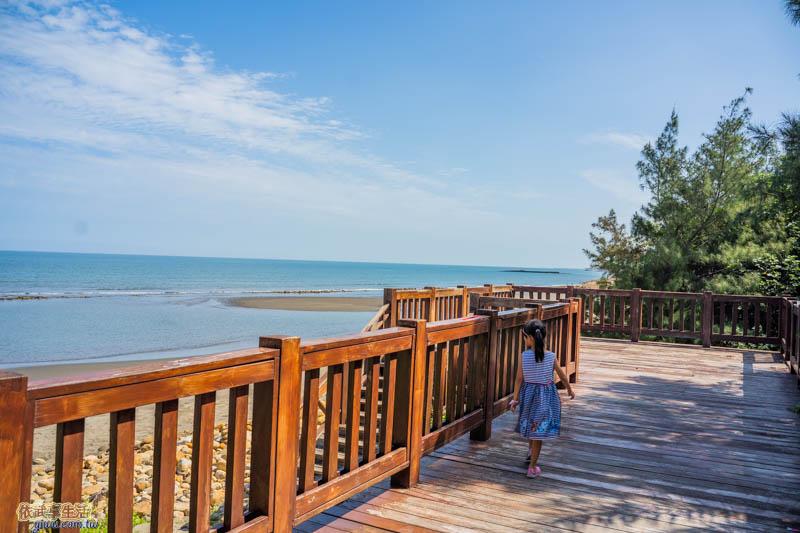 新月沙灣木棧步道平台