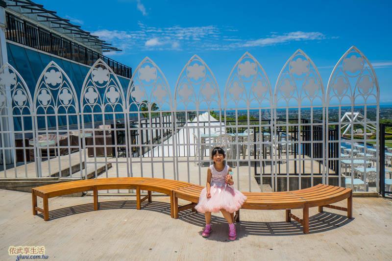 夏季三角景觀咖啡廳門口座位