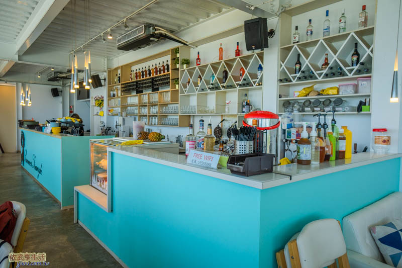 夏季三角景觀咖啡廳吧檯